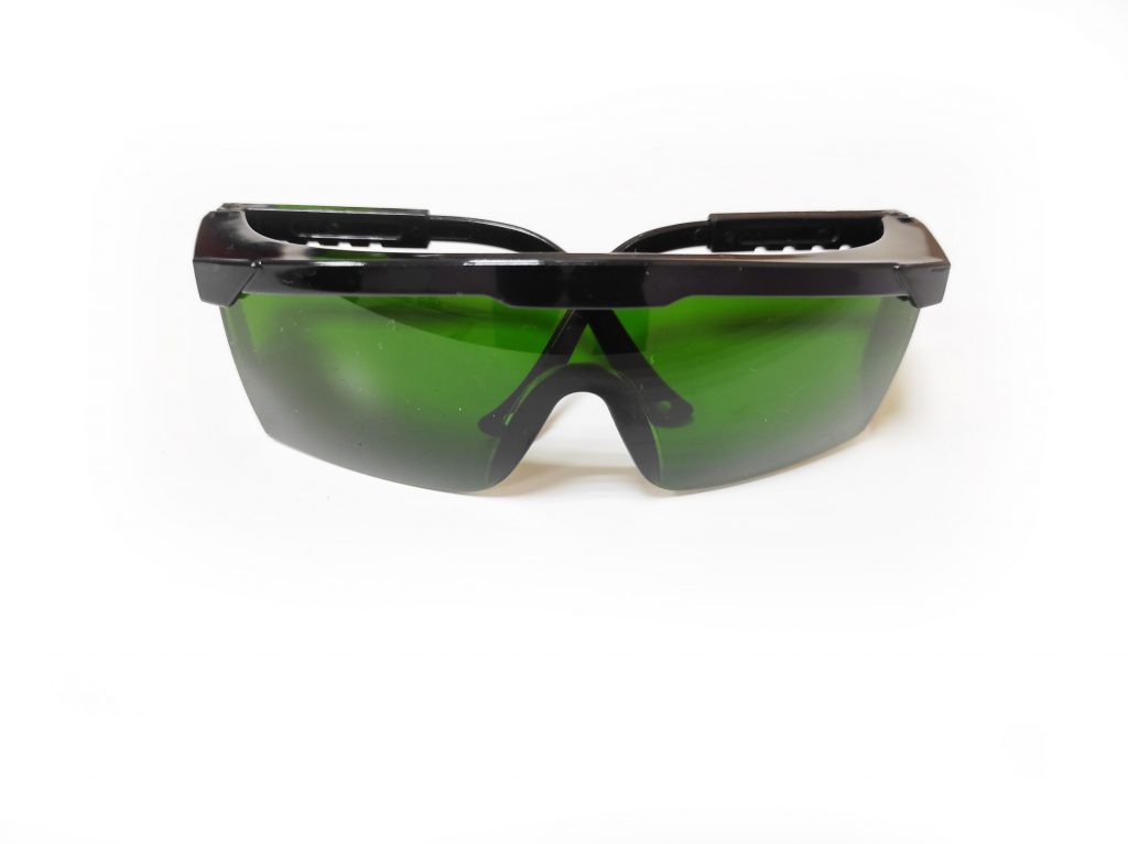 Testing 3 types of protective laser goggles