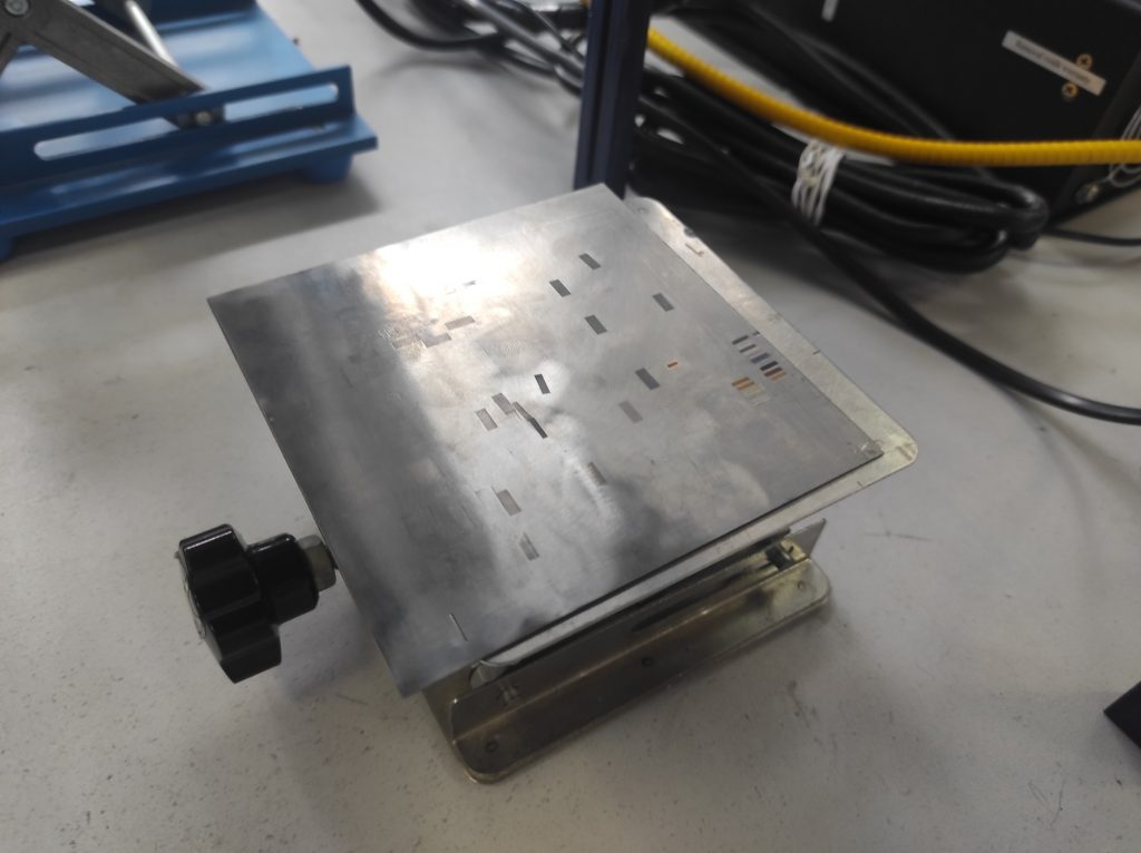 Lifting table for galvoscanner